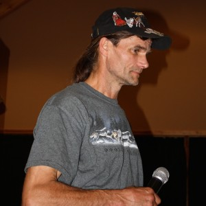 Hank DeBruin speaks in Michigan to mushers and teachers